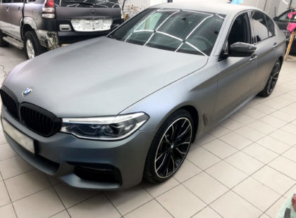 Оклейка BMW5 матовой пленкой